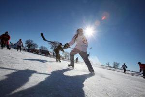pond-hockey-action